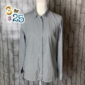 J Crew pinstripe fitted blouse.🌟🌟🌟3/$25